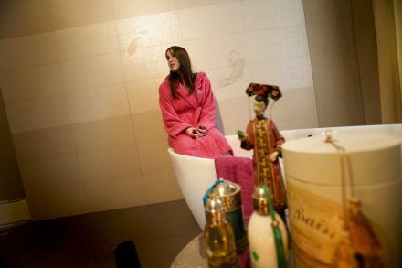 Juliette dans la salle de bain Samsara