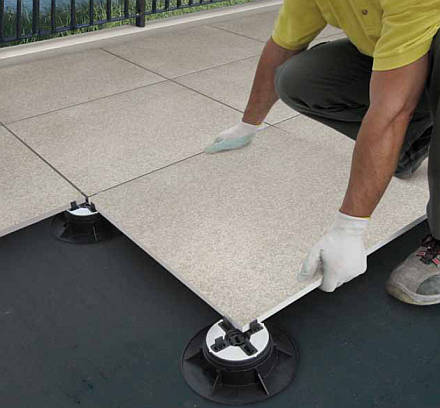 New in 2011 novoceram outdoor plus for Carrelage clipsable