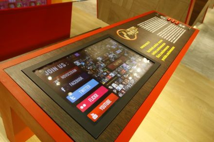 photo_touch_screen_stand_tpp_novoceram