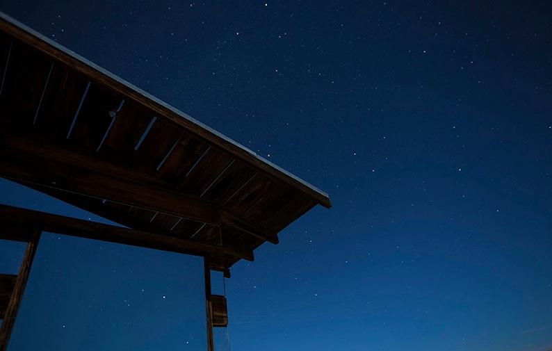 Les étoiles dans le reflet des miroires de Lucid Stead