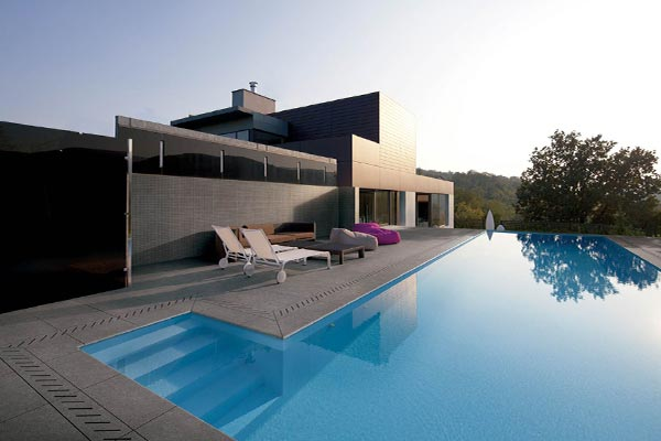 outdoor tiles for swimming pool